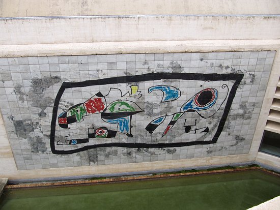 Fundació Pilar i Joan Miró a Mallorca: Mural of the museum wall (after Miro)