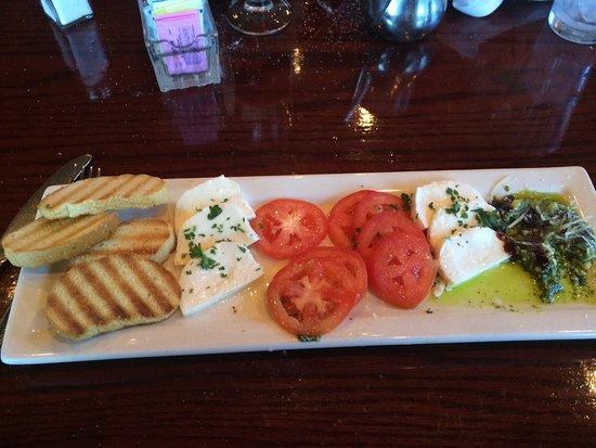 Brick Street Bar & Grille: Caprese salad