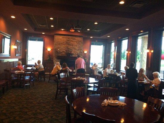 Brick Street Bar & Grille: Dining room
