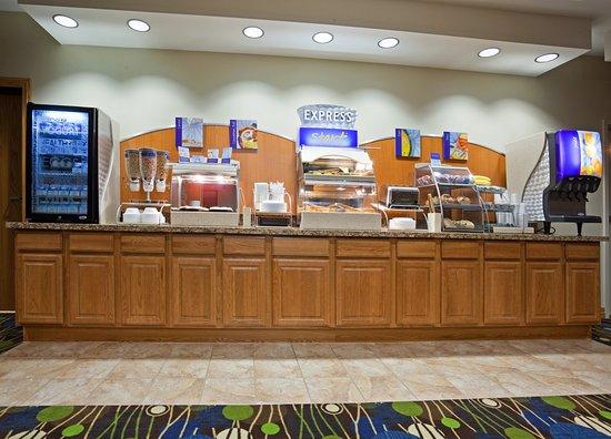 Antigo, Wisconsin: Holiday Inn Express & Suites Antigo Breakfast Bar