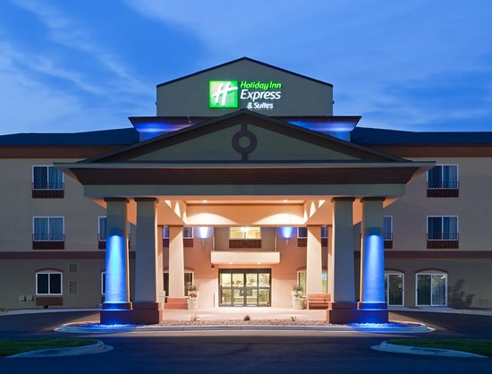 Holiday Inn Express & Suites Antigo Hotel Exterior