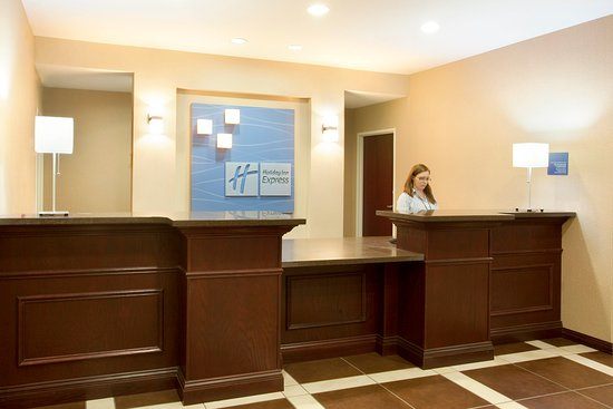 Le Roy, IL: Front Desk