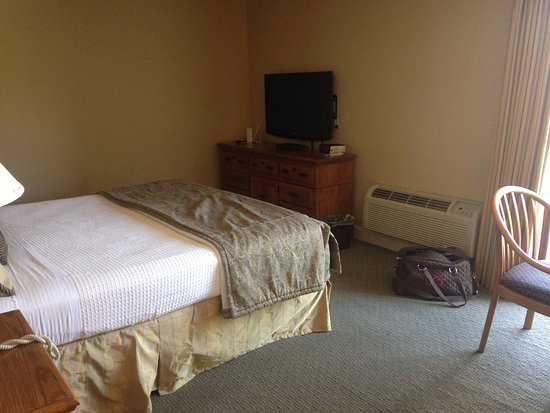 Columbus Motor Inn: room with king bed