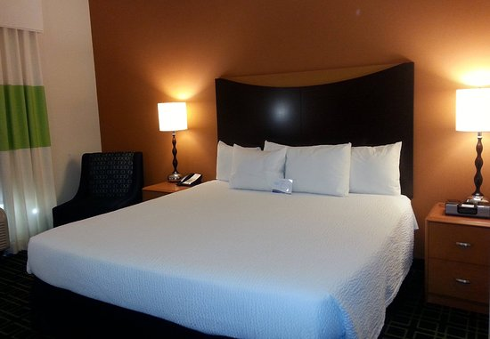 Fairfield Inn & Suites Milledgeville: King Guest Room