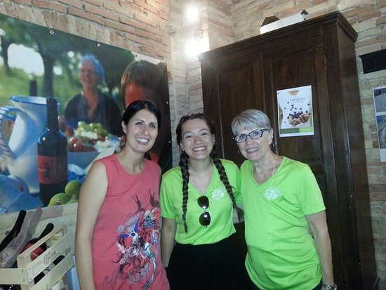 Bucchianico, Italia: Francesca with my granddaughter and I. Francesca's grandmother is in the photo on the wall behin