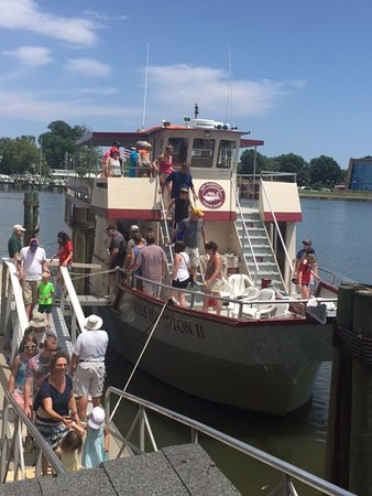 Miss Hampton II Cruises: Disembarking