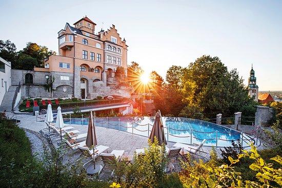 Hotel Schloss Monchstein: Infinity Pool Sonnenuntergang