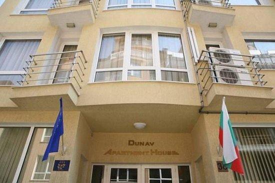 Dunav Apartment House: Exterior