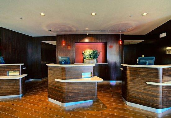 Courtyard San Antonio SeaWorld®/Westover Hills: Front Desk