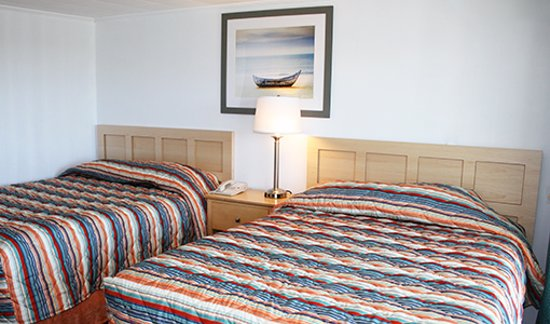 North Truro, MA: Standard room with two queen beds