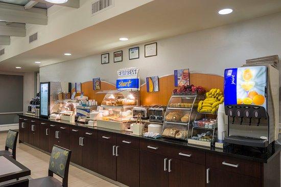Holiday Inn Express New York City-Wall Street: Breakfast Buffet