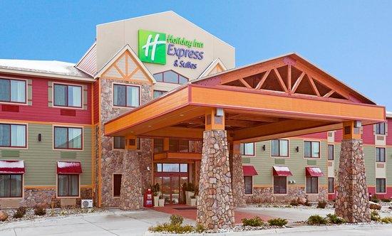 Holiday Inn Express Suites Mountain Iron: Hotel Exterior