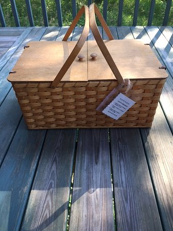 Pine Grove Park Bed and Breakfast Guest House: Basket that Breakfast comes in.