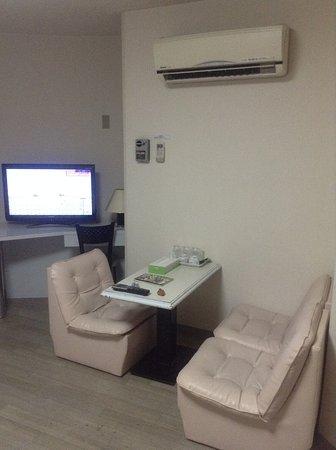 Hotel Peace Land : 小沙發區