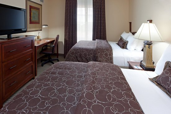 Royersford, PA: Bing the whole family and relax in our two bedroom suite