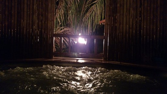 Florblanca Resort: The jacuzzi at the spa.