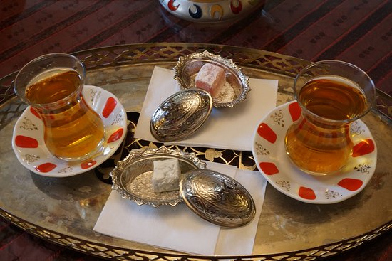 Dersaadet Hotel Istanbul: welcome Turkish tea and Turkish delight