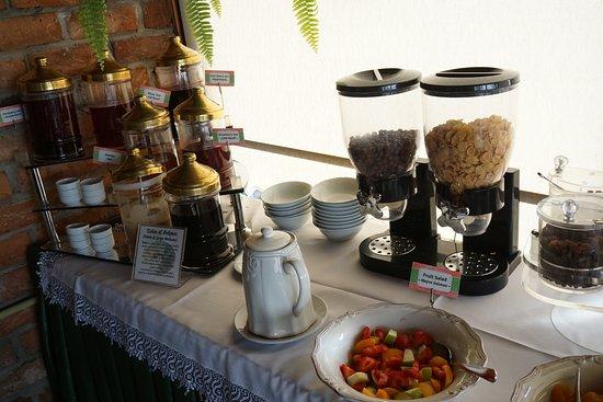Dersaadet Hotel Istanbul: buffet breakfast