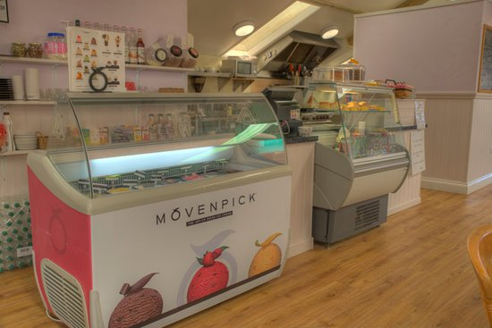 Moylegrove, UK: Delicious icecreams to choose from at the counter