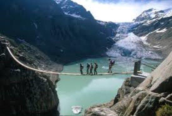Innertkirchen, Schweiz: Triftbrücke beim Triftgletscher