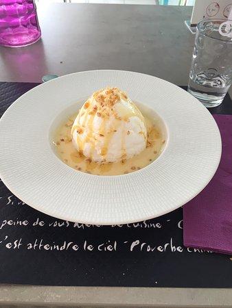 Saint-Dye-sur-Loire, Prancis: Salade de gésier , tartare de bœuf et île flottante !
