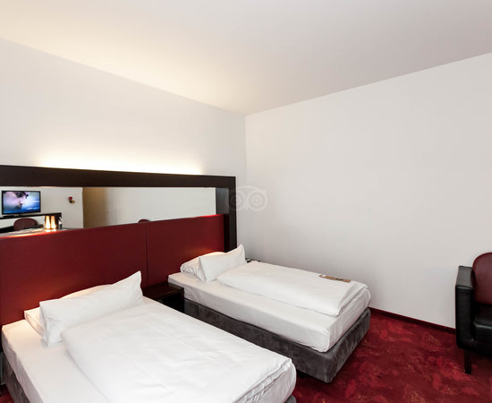 The Comfort Twin Room at the ARCOTEL Velvet