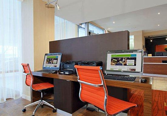 Lyndhurst, NJ: Business Center