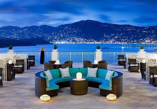 Frenchman's Reef & Morning Star Marriott Beach Resort: Rum Bar Terrace