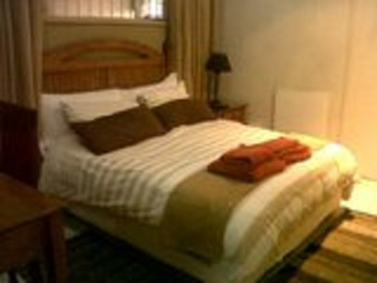 Germiston, Zuid-Afrika: Main Bedroom in the 2 Bedroom Self Catering Apartment