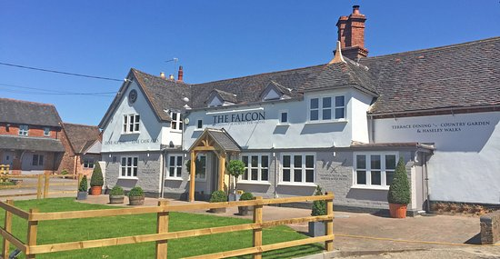 Hatton, UK: The Falcon - Expect a warm welcome