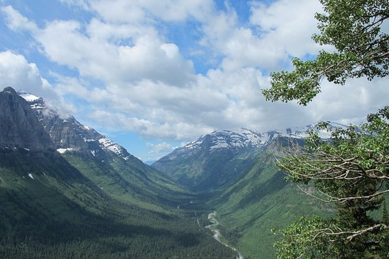 Glacier National Park Campgrounds : The views are spectacular don't miss the ride through the park