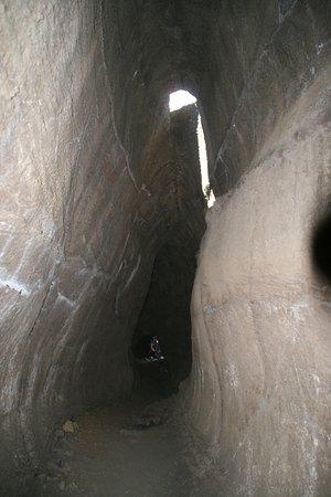 Τζιαρντίνι-Νάξος, Ιταλία: Tunnel de lave