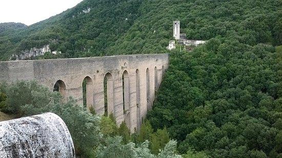 Spoleto, Itália: scorcio del ponte
