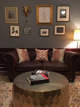 Avalon Hotel: The Library