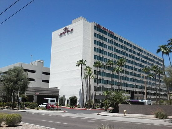 Crowne Plaza Phoenix Airport: View of the hotel from the Light Rail platform. So close!