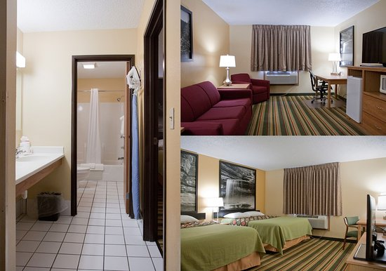 Super 8 Ottawa Starved Rock: 2Room Suite with 2 queen beds