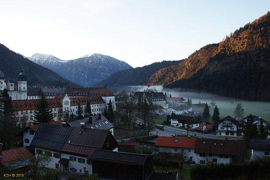 Hotel Blaue Gams: Вечер в деревне