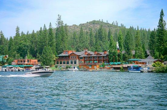 Bass Lake, Califórnia: Lakeside Accommodations