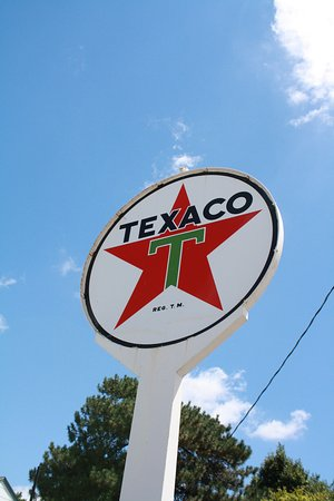 Dwight, IL: Texaco Sign