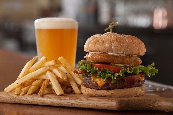Montclair, Καλιφόρνια: Happy Hour 3pm-7pm & 9pm-close