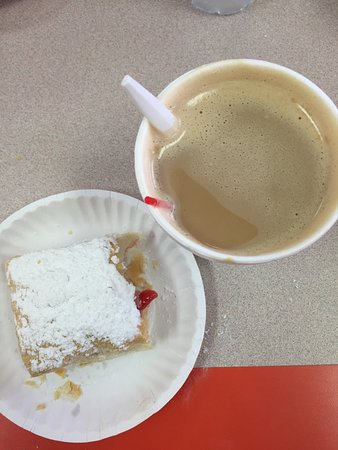 La Familia Bakery 2: Had a yummy budget friendly ham & cheese sandwich & of course a yummy pastry & coffee!