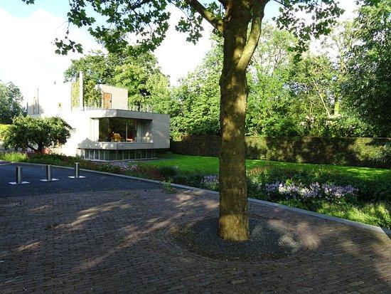 moderne architectuur aan de Vecht bij Maarssen