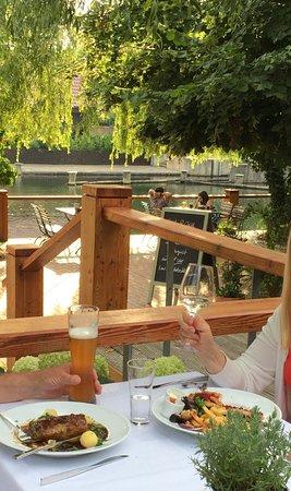 Lubben, Allemagne : Heerlijk gegeten. Mooie omgeving. Prachtige ambiance met nog echte linnen tafelkleden. Prima bed