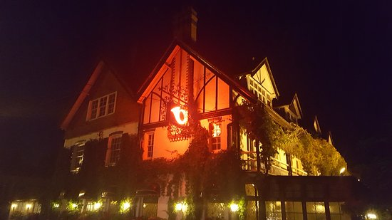 Sonning on Thames, UK: Night time view