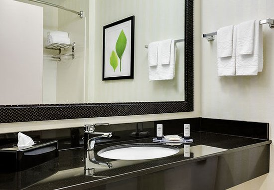 Манхэттен, Канзас: Guest Bathroom
