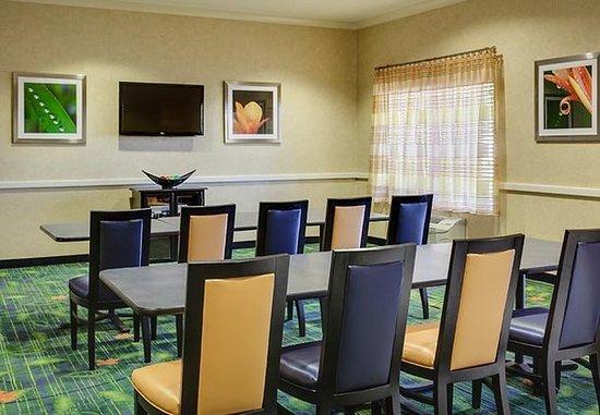Манхэттен, Канзас: Meeting Room