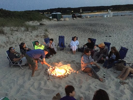 Oak Bluffs Inn: Erik's bonfire!