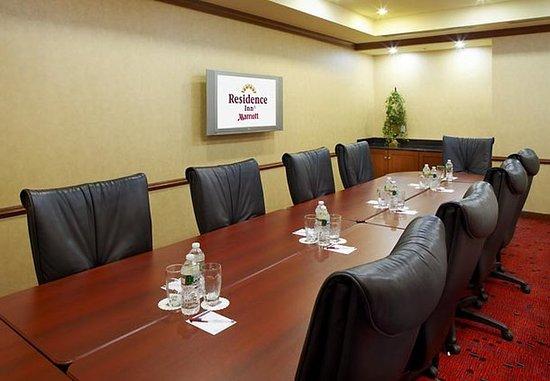 East Rutherford, NJ: Meeting Room