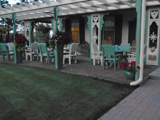 Absecon, Nueva Jersey: Patio at back of main building