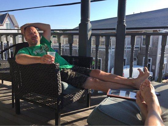 The Dockside Inn: Relaxing on the balcony